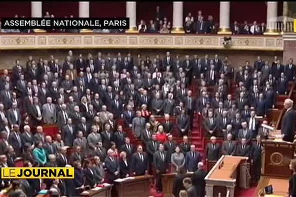 Les députés rendent hommage aux victimes des attentats
