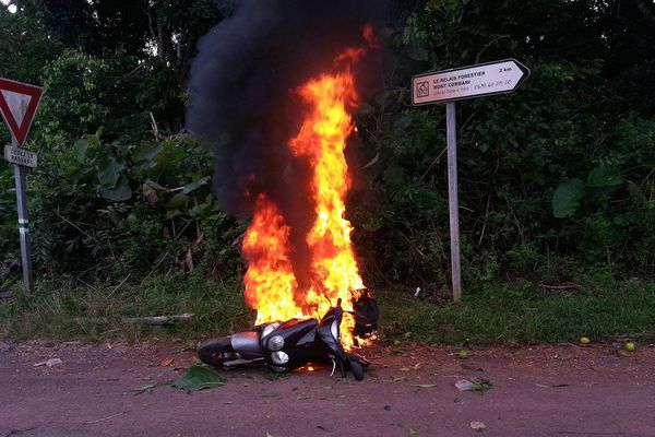Scooter en feu