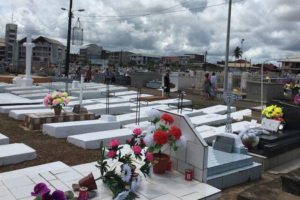 Le carré des anges du cimetière de Cayenne