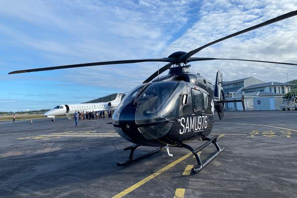 Présentation officielle avion médicalisé et hélicoptère ARS CHM aéroport Pamandzi