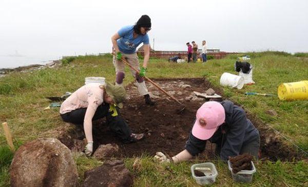 Les fouilles avancent bien à l'Anse à Bertrand