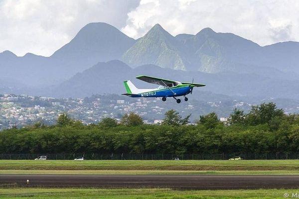 Avion de formation en vol
