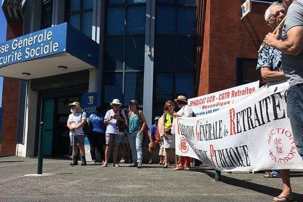 Nouvelle manifestation contre la réforme des retraites à Saint-Denis.