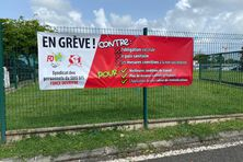 Manifestation contre l'obligation vaccinale de FO, syndicat majoritaire chez les pompiers de Guadeloupe, devant le siège du SDIS (09/09/2021)