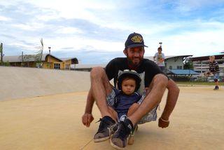 Un père au skatepark