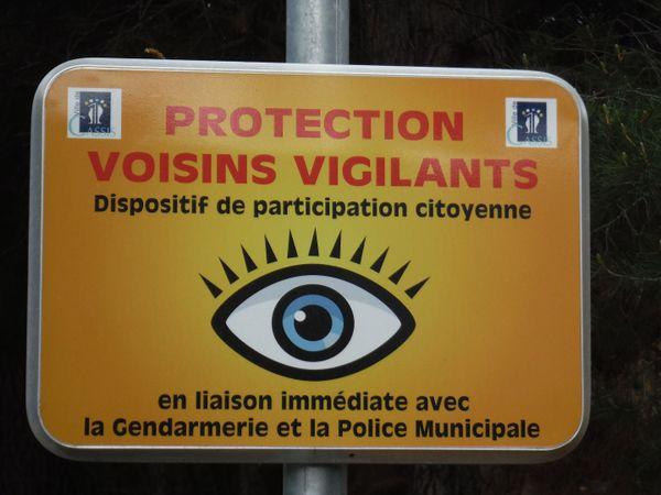 Panneau voisins vigilants à Cassis