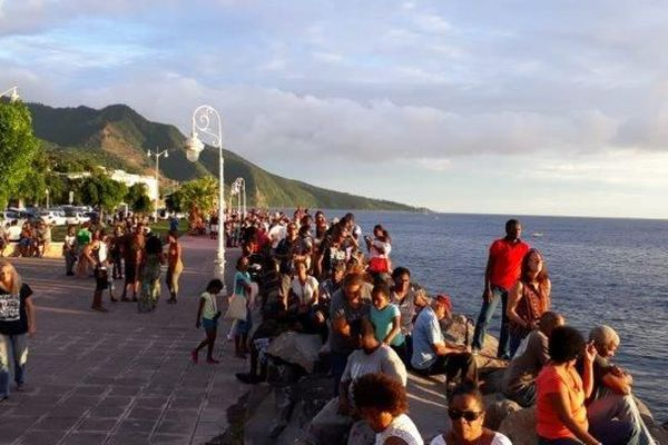 RDR L'attente des spectateurs à Basse-Terre