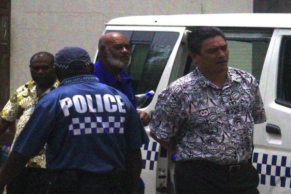 Moana Carcasses quittant la Cour Suprême du Vanuatu
