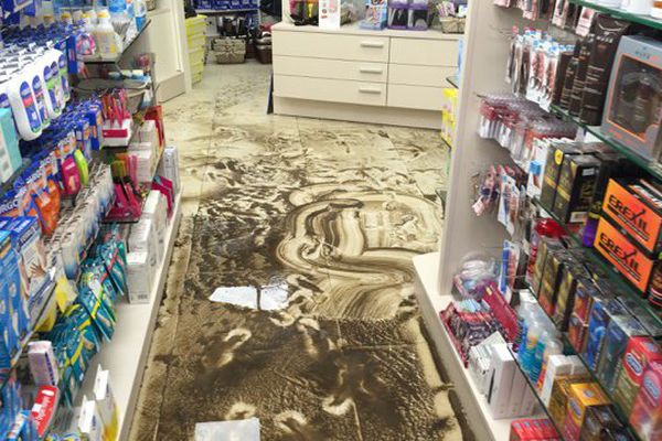 La pharmacie de la Vallée des Colons après l'orage du 7 mai