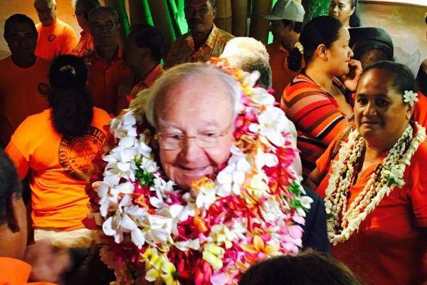 Arrivée de Gaston Flosse à Tahiti