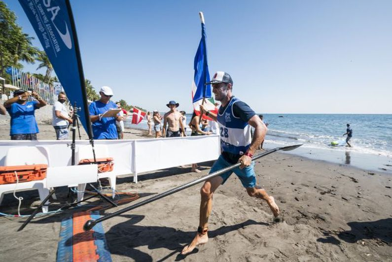 Stand-up paddle : Titouan Puyo champion du monde au Salvador