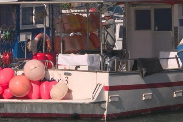 des bateaux pour la pêche aux requins à Sainte-Marie