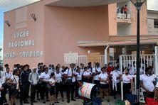 Manifestation de lycéens devant le lycée polyvalent régional Nord Caraïbe.