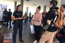 Quelques officiers de la gendarmerie nationale sont allés à la rencontre des étudiants à Nouville