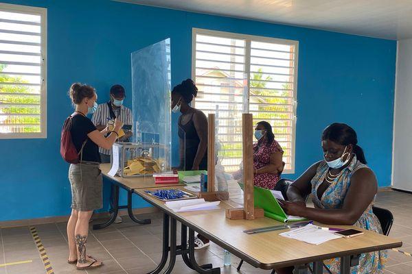 Vote au bureau 2 école maternelle Agathe Maïman