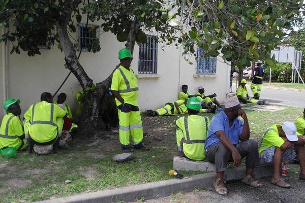 Les grévistes de la SMART au port de Longoni - Mayotte