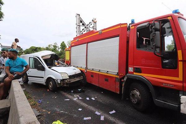 Un terrible sur-accident a tué deux personnes dont un pompier à Saint-André.
