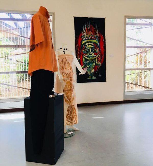 Koné : exposition sur la femme (peinture et création de couture) 2