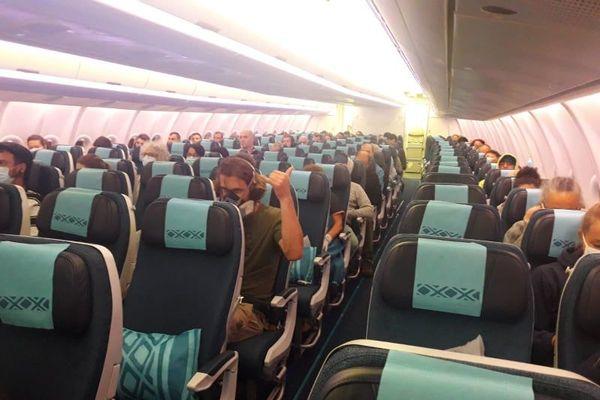 Coronavirus: distance d'un mètre entre les passagers à bord du vol Nouméa-Tokyo-Paris