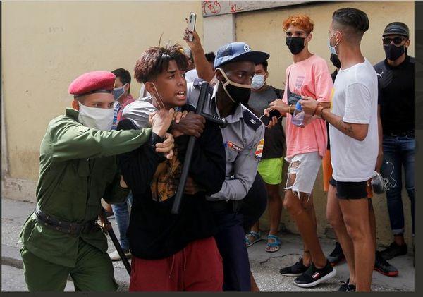 A Cuba les manifestations inédites contre les pénuries