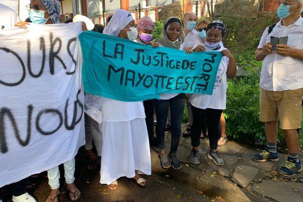 Marche blanche contre l'insécurité et en hommage à Ambdoullah Momix et Miki