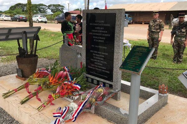 La stèle du souvenir pour les Hmongd morts pour la France à Javouhey