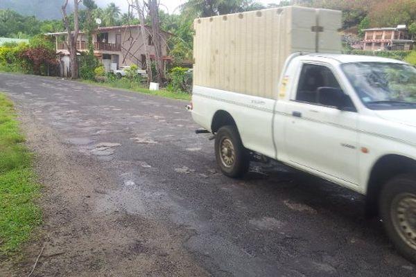 A Moorea, l'état des routes exaspère les automobilistes