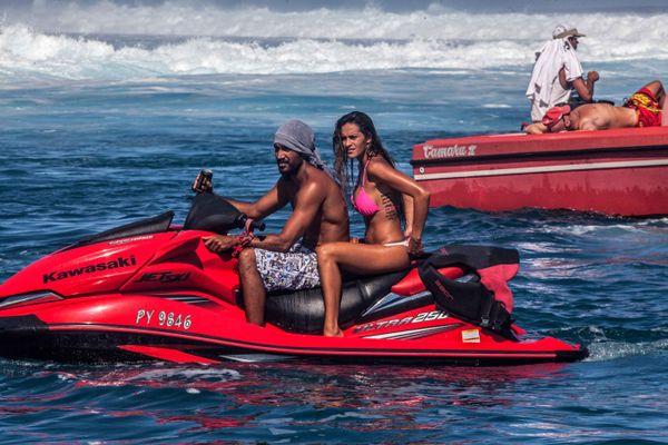 La Billabong Pro Tahiti, c'est aussi un défilé de jolies filles. 18/08/14 Billabong