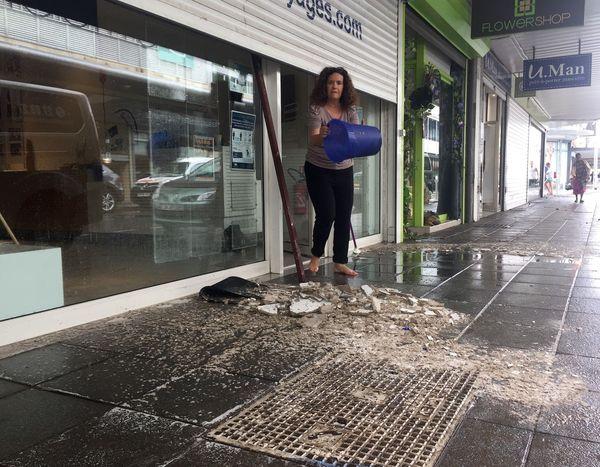 Inondation au centre-ville, morceaux de faux-plafond effondré rue Clemenceau.