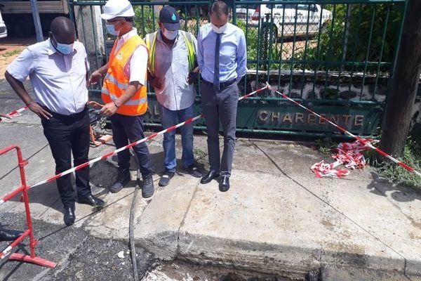 Chantier réparation fuite eau préfet Alexandre Rochatte Petit-Bourg