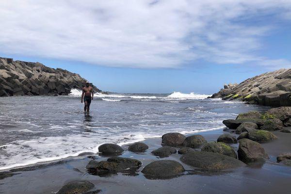 Les pêcheurs peuvent marcher sur plusieurs mètres là où les bateaux sont censés rentrer