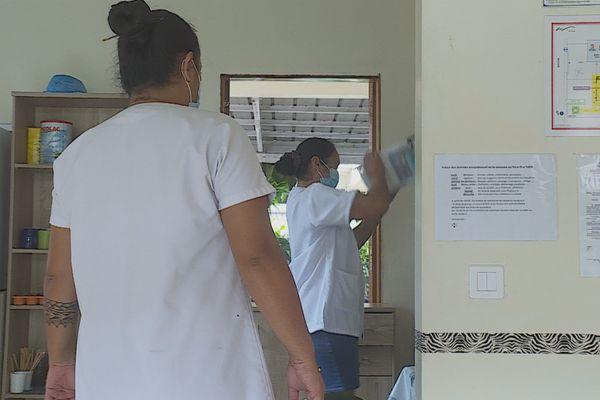 Personnel soignant d'un centre de personnes âgées : la vaccination, malgré tout