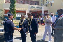 Les ministres Gérald Darmanin et Sébastien Lecornu ont reçu des mains du maire de Mamoudzou Ambdilwahedou Soumaïla les conclusions des Assises de la sécurité et de la citoyenneté.