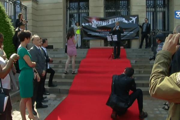 """Expulsions: la Cimade remet des """"charter awards"""" aux préfectures """"zélées"""""""
