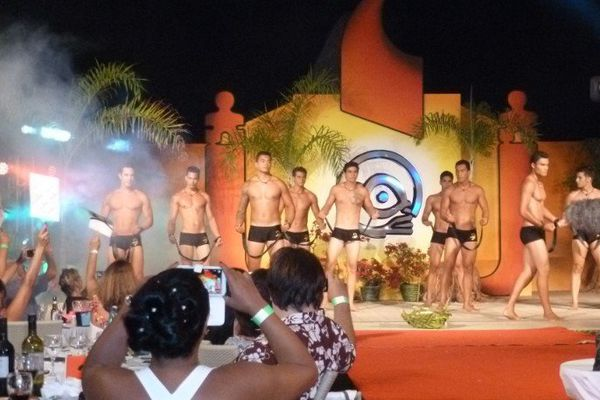 Defile maillot de bain mister Tahiti