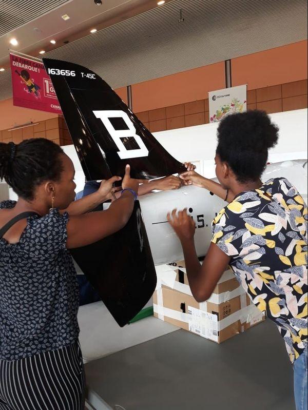 Les 100 ans de l'aviation civile : Les élèves de 1ère du lycée Monnerville installent leurs maquettes