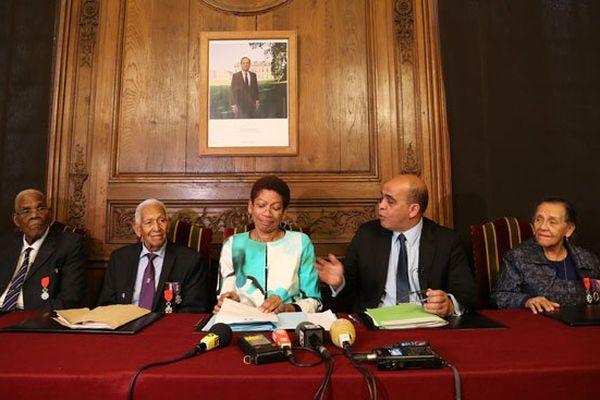 Les dissidents Alexandre Lepasteur, Rémy Oliny et Jeanne Catayée, aux côtés de George Pau Langevin et Kader Arif, sous l'oeil de François Hollande