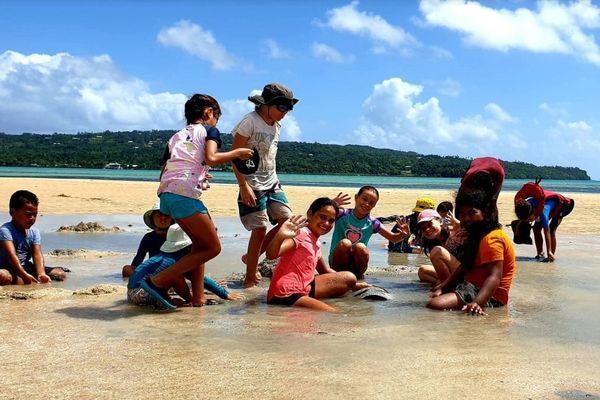 enfant dans le sable  à l'ilôt