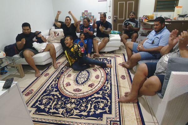 La famille Vahaamahina au coup de sifflet final.