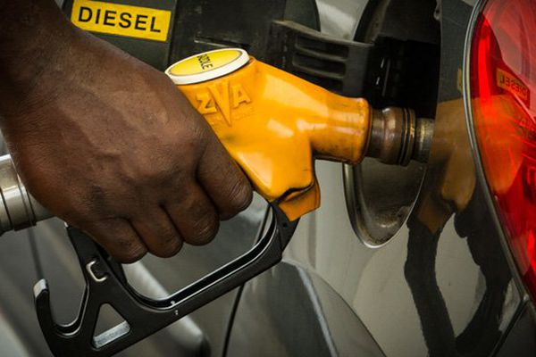 Remplissage réservoir d'essence