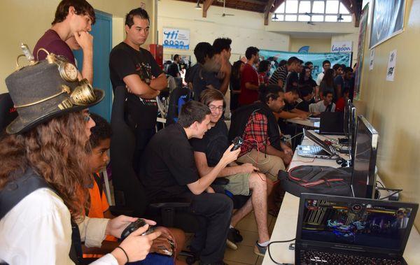 Week-end geek 2020, maison des artisans, Nouméa, tournoi d ejeux vidéo, 14 novembre 2020