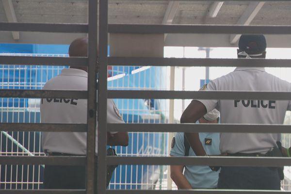 CONTROLE MASQUES POLICE BERGEVIN GARE MARITIME