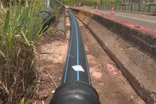 Canalisation d'eau potable sur le terrain de Séguineau, au Lorrain (nord atlantique, Martinique).