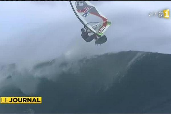 Teahupoo : après le surf, le Windsurf !