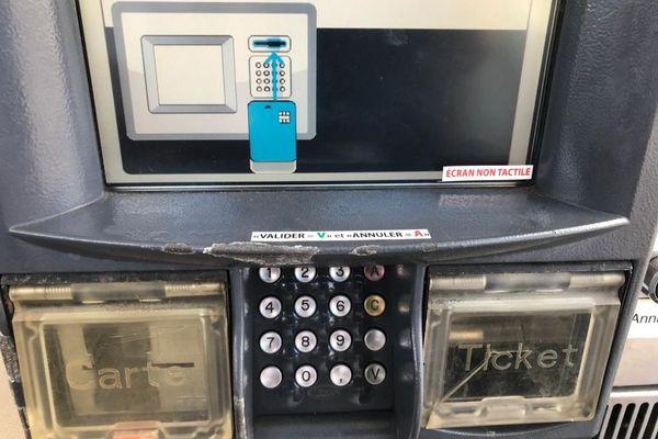Borne carte bancaire station service