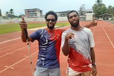 Sylvain Bova et son guide Germain Haewegene, en mai 2021, à Nouméa.