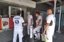 Equipe médicale à l'embarquement à Nouméa pour une évasan Covid vers lifou et Maré.