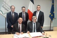 Signature de la convention entre Total et la CTG pour l'octroi d'une somme de 10 millions