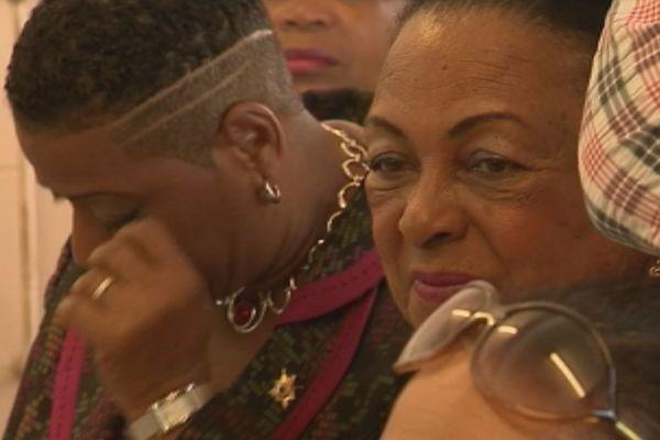 Les larmes de la sénatrice Jasmin