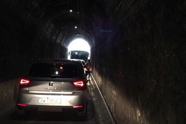 Cilaos embouteillage tunnel